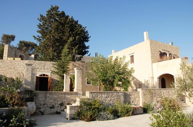 Kapsaliana Village Hotel Yades Hotels